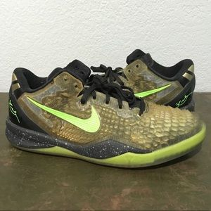 Size 6.5 youth Kobe 8 Nike Christmas snakeskin